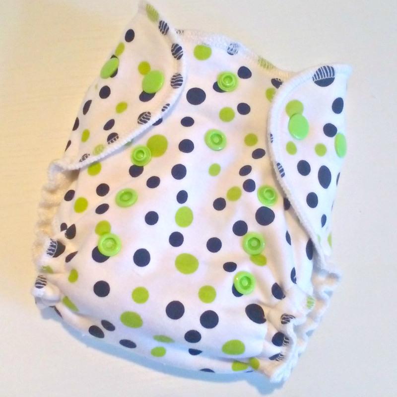 Novorozenecká kalhotová plena Lillybe na patentky - Puntíky zelené (Novorozenecká plena Lillybe - obsahuje krátkou vkládací plenu)