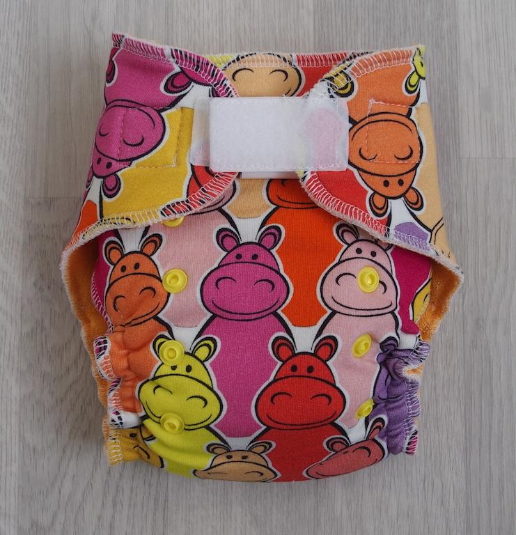 Kalhotová plena Lillybe na suchý zip NOVÁ - Hroší růžoví (Jenovelikostní kalhotová plena na SZ NOVÁ - obsahuje dlouhou vkládací plenu)