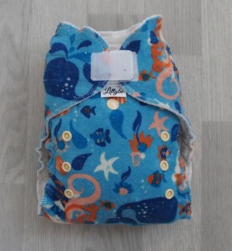 Noční kalhotová plena Lillybe na suchý zip - Mořská panna na modré (Jenovelikostní kalhotová plena na suchý zip - obsahuje dlouhou a krátkou vkládací plenu)