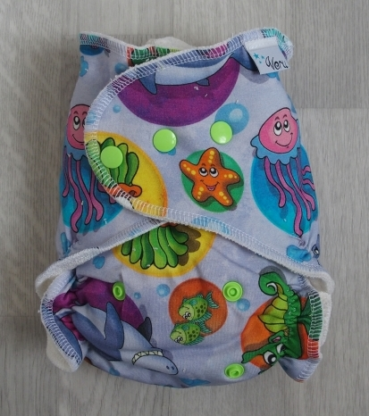 Kalhotová plena By Veru na patentky - Podmořský svět (Jednovelikostní kalhotová plena na pat - Obsahuje dvě krátké vkládací pleny a separační plenu)