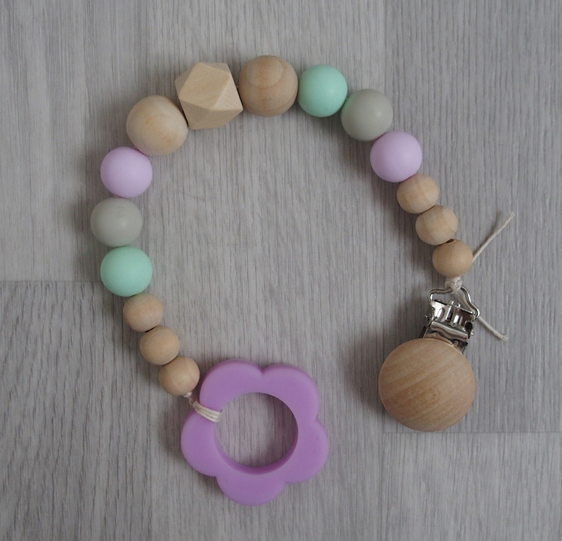 Kousátko LoveFlowers s dřevěným klipem - Kytička (Kousátko a hračka v jednom)